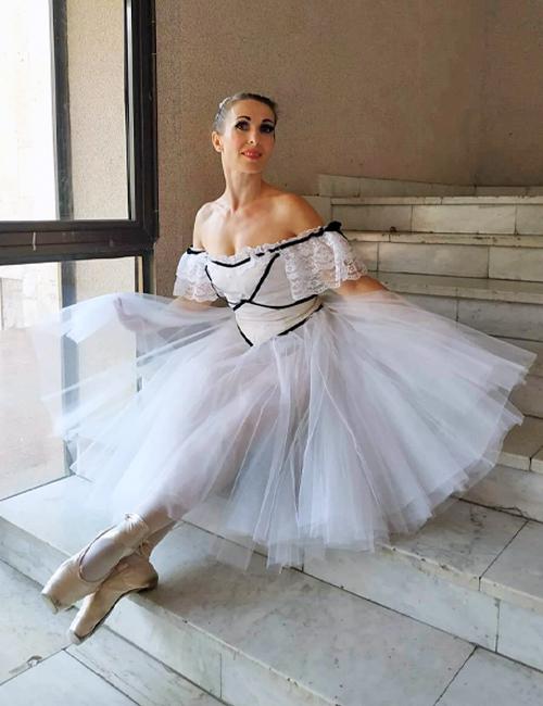 Liudmyla Maoupomé, professeur de danse de l'association russophone de Cornouaille